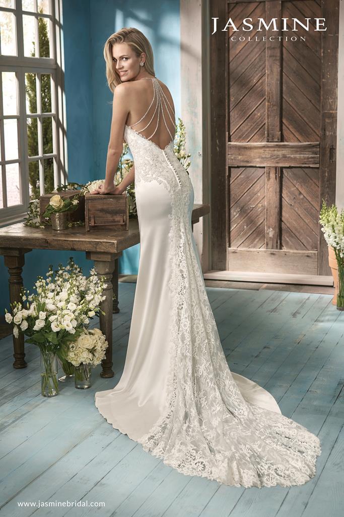 Sellő fazonú Jasmine Collection esküvői ruha.