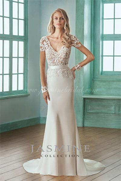 Elegáns, egyszerű Jasmine Collection esküvői ruha.