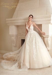 Ruhapróba során felpróbálható Demetrios menyasszonyi ruha.