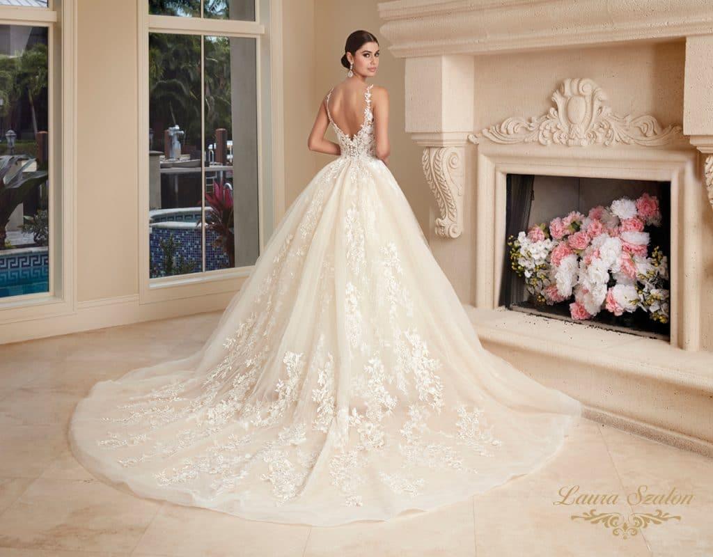 Nagyszoknyás Demetrios menyasszonyi ruha.
