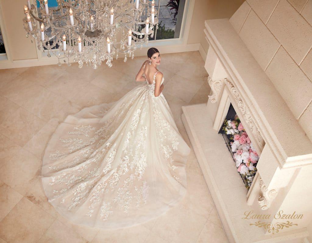 Csipkés Demetrios menyasszonyi ruha.
