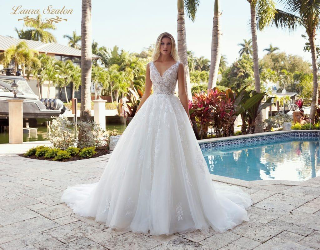Klasszikus nagyszoknyás Demetrios menyassszonyi ruha.