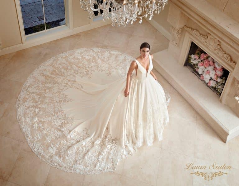 Olasz szaténból készült, bérelhető Demetrios menyasszonyi ruha.