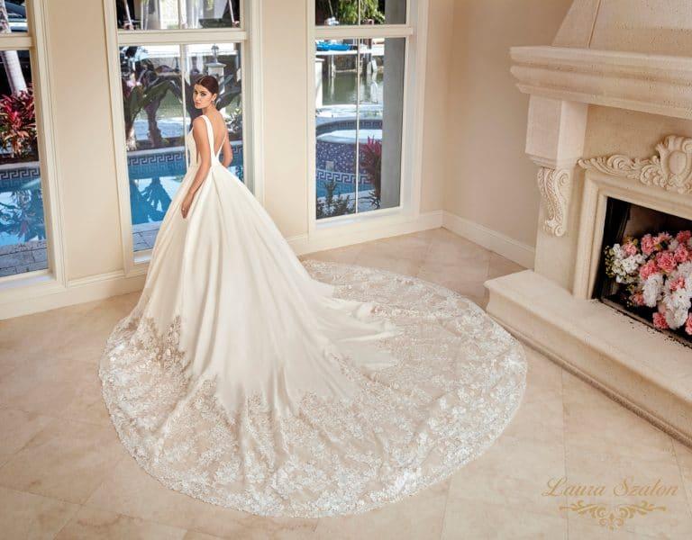 mikádó anyagból készült Demetrios menyasszonyi ruha.