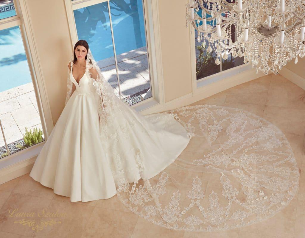 Kölcsönözhető Demetrios menyasszonyi ruha!