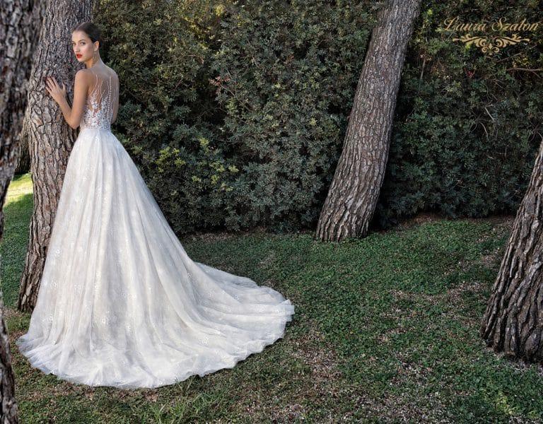Gyönyörű díszítésű Demetrios menyasszonyi ruha.