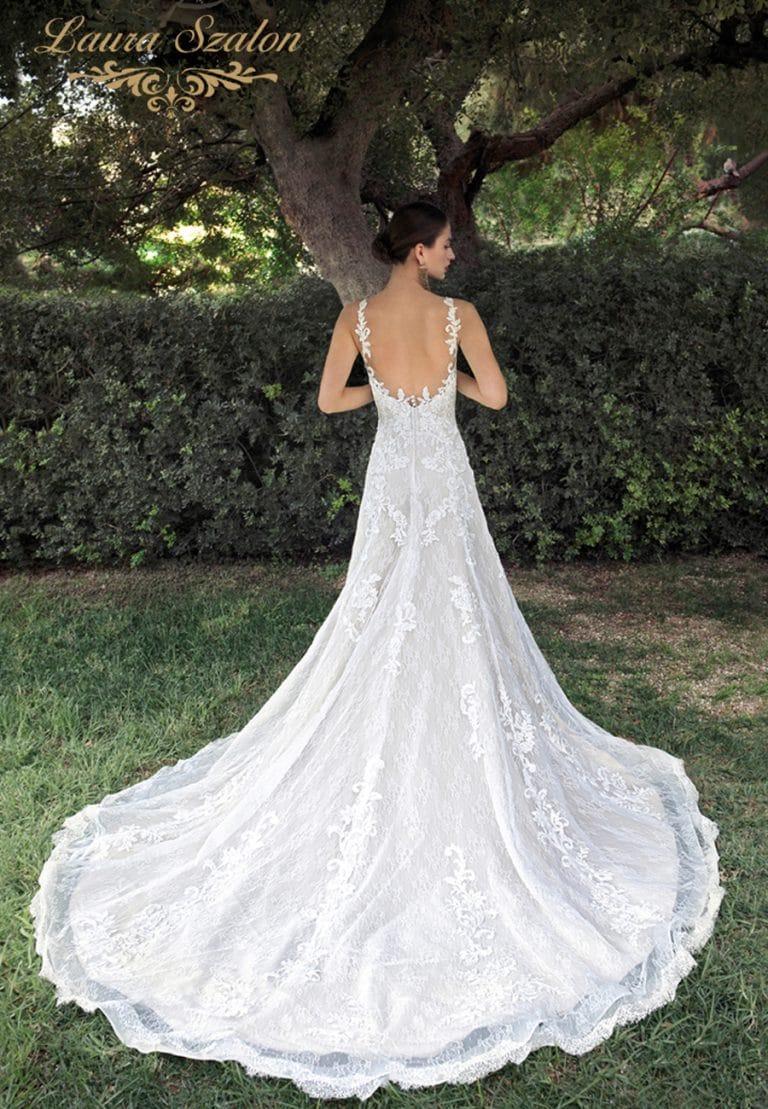 Hátul kivágott Demetrios menyasszonyi ruha.