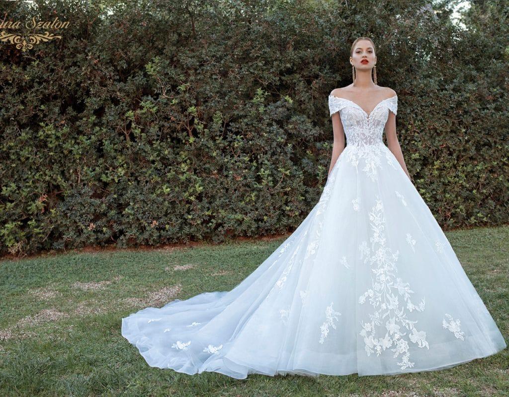 Kölcsönözhető nagyszoknyás Demetrios menyasszonyi ruha.