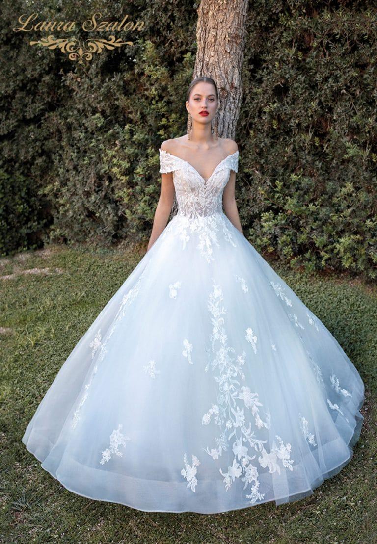 Klasszikus ejtett vállú Demetrios menyasszonyi ruha.