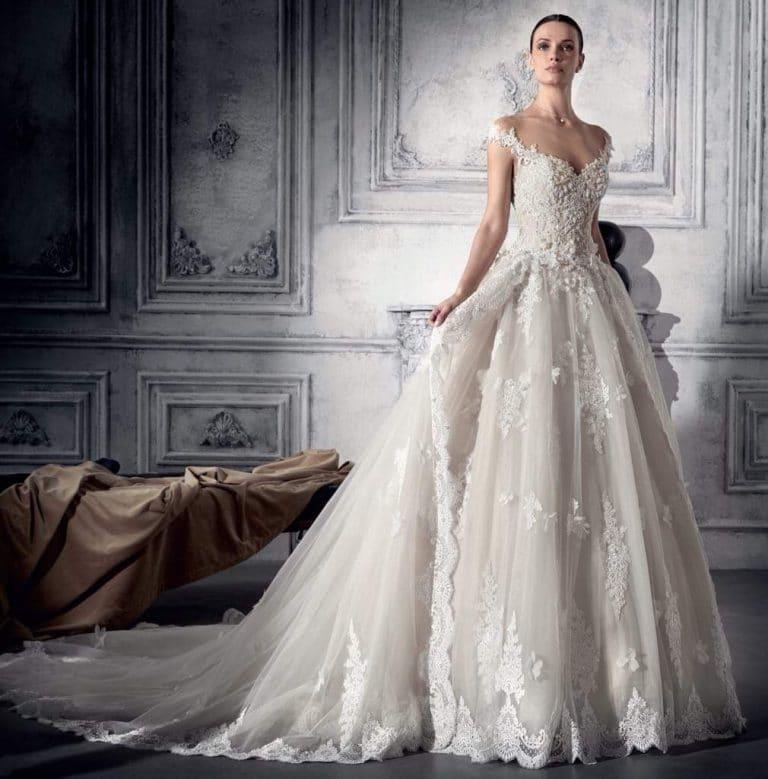 Demetrios menyasszonyi ruha tüll, kő és csipke díszítéssel.