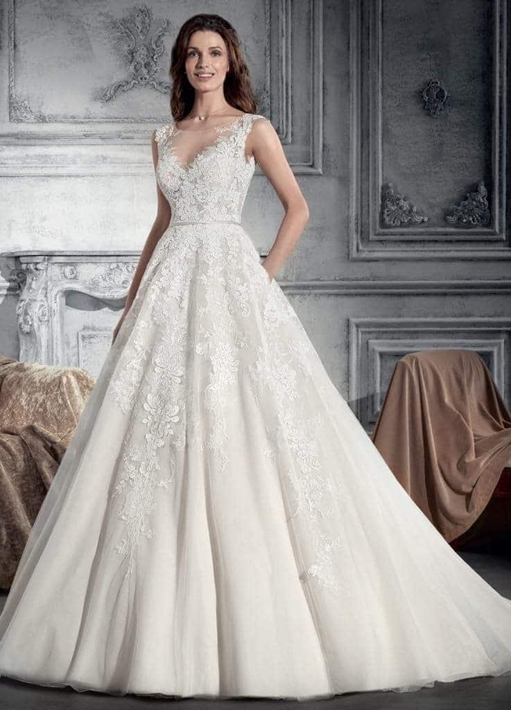 Csipkével és tüllel díszített, bérelhető, Demetrios menyasszonyi ruha.