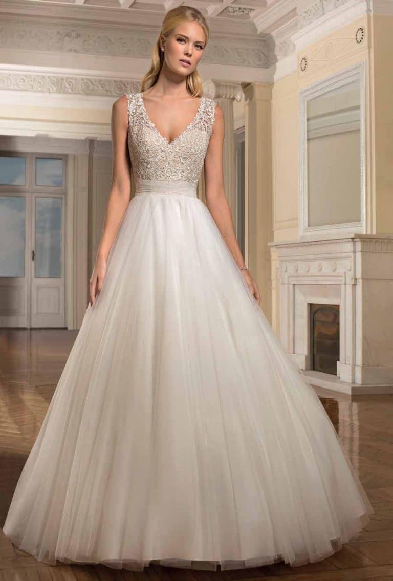 Tüllös, nagyszoknyás Demetrios menyasszonyi ruha