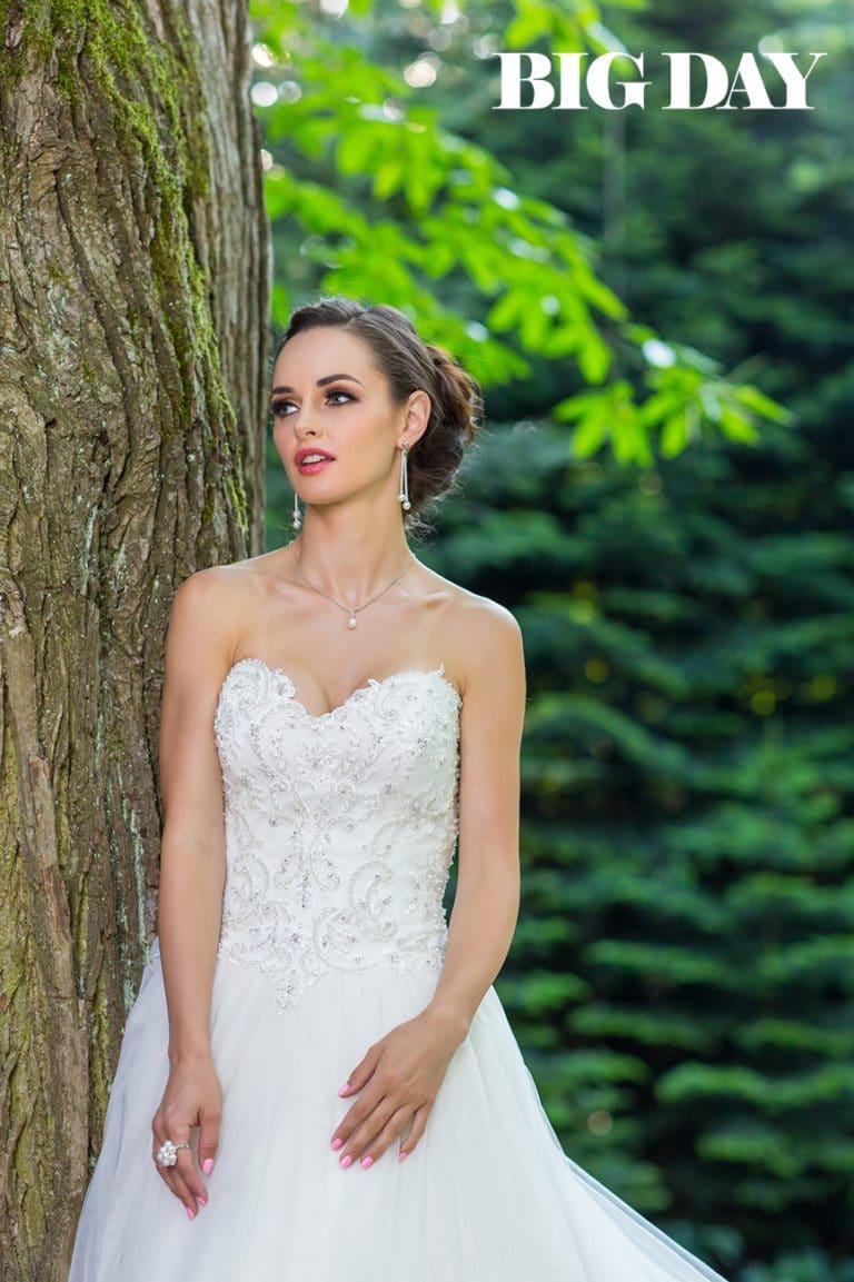 Dobó Ági egy pánt nélküli menyasszonyi ruhában a Big Day magazin címlapján.