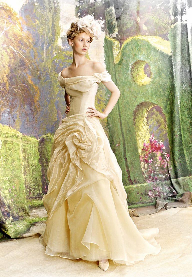 Bérelhető emé di emé, színes menyasszonyi ruha.