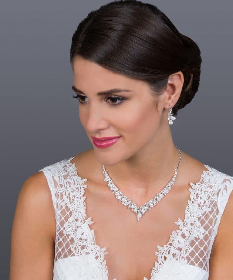 Különleges menyasszonyi nyaklánc és fülbevaló.