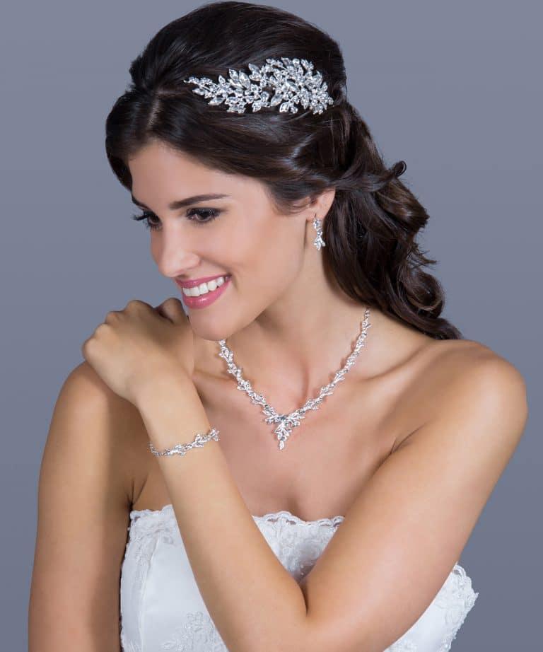 Menyasszonyi ruha kiegészítő - ragyogó hajdísz kövekkel.