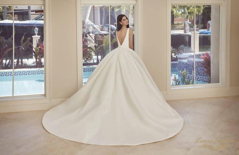 Letisztult, elegán nagyszoknyás Demetrios menyasszonyi ruha.