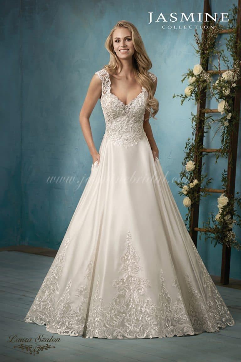 Csipkés Jasmine Collection menyasszonyi ruha.
