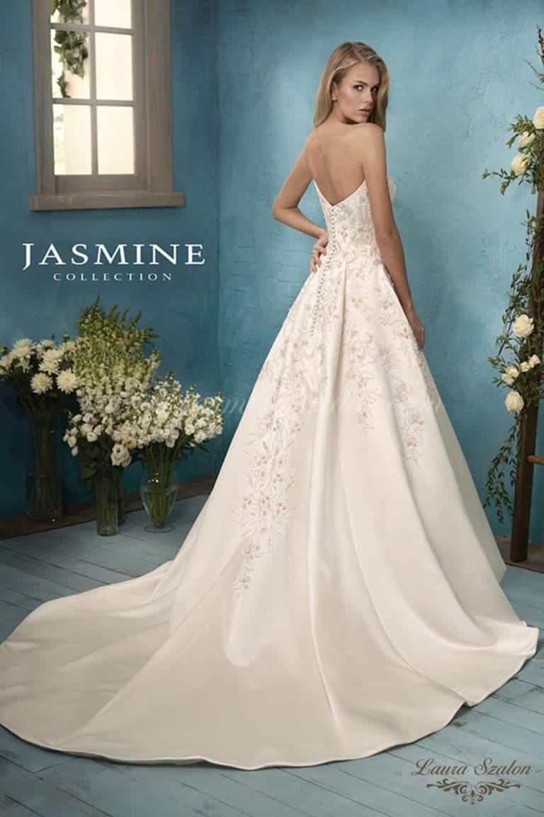 Bérelhető pánt nélküli Jasmine Collection menyasszonyi ruha.