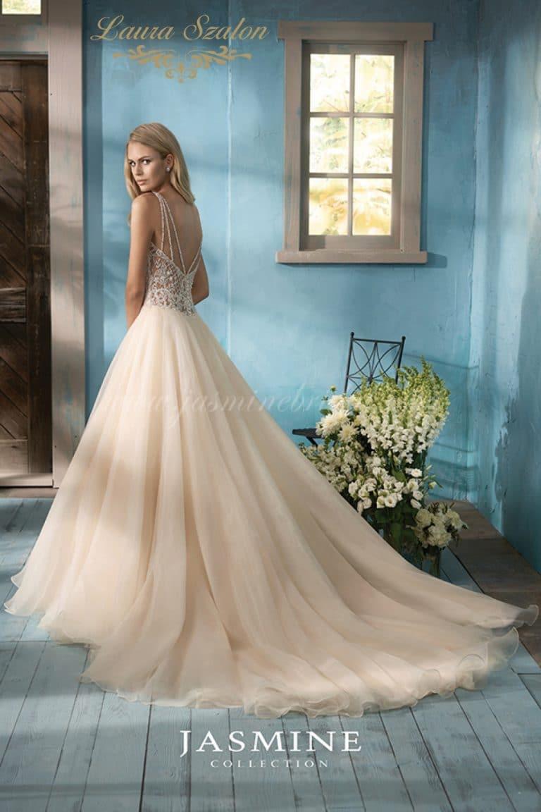 Nagyszoknyás, abroncsos Jasmine Collection esküvői ruha.