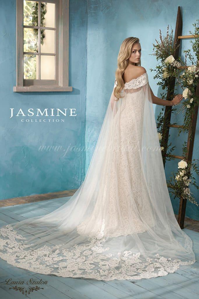 Kölcsönözhető, ejtett vállú Jasmine Collection menyasszonyi ruha.