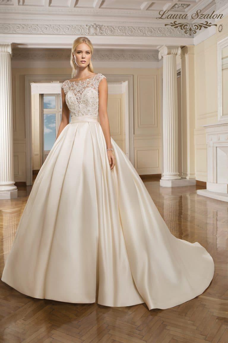 Selyemszatén Demetrios menyasszonyi ruha.