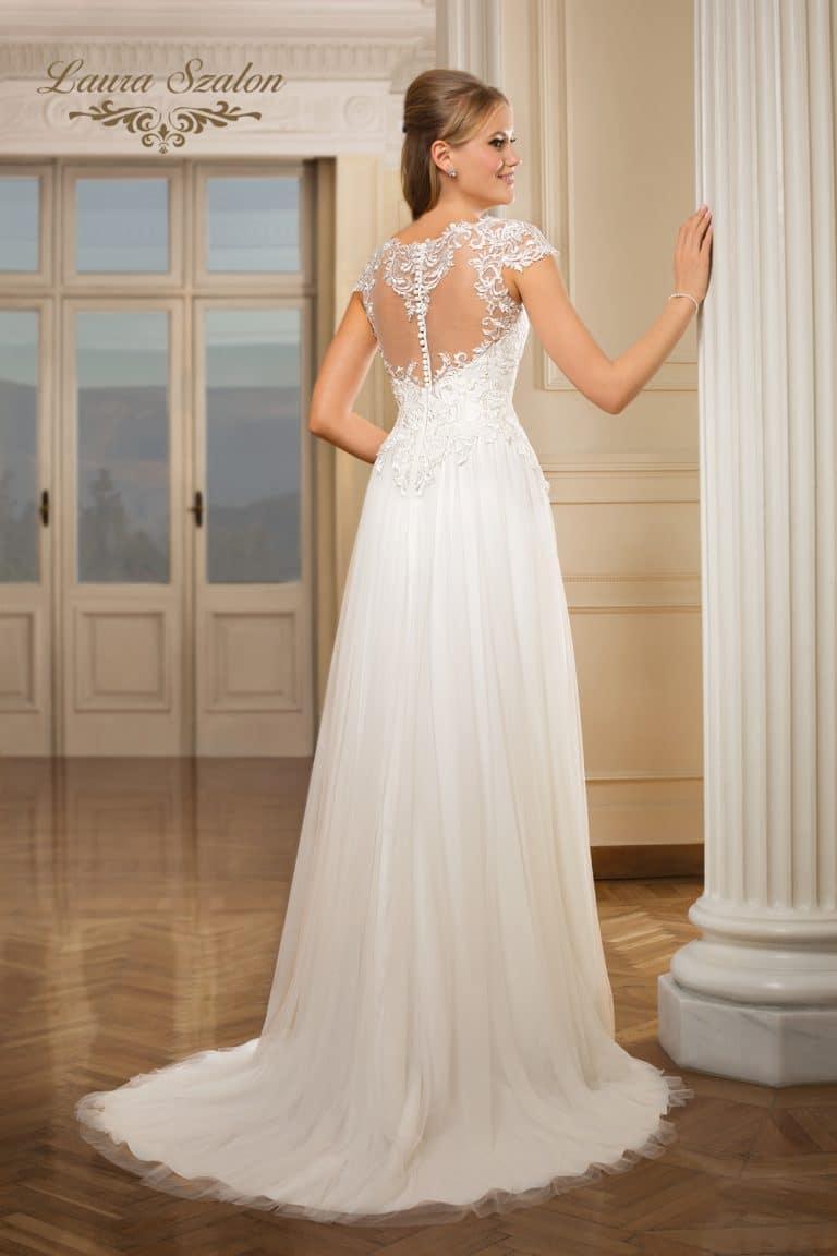 Csipkés, A-vonalú Demetrios menyasszonyi ruha.