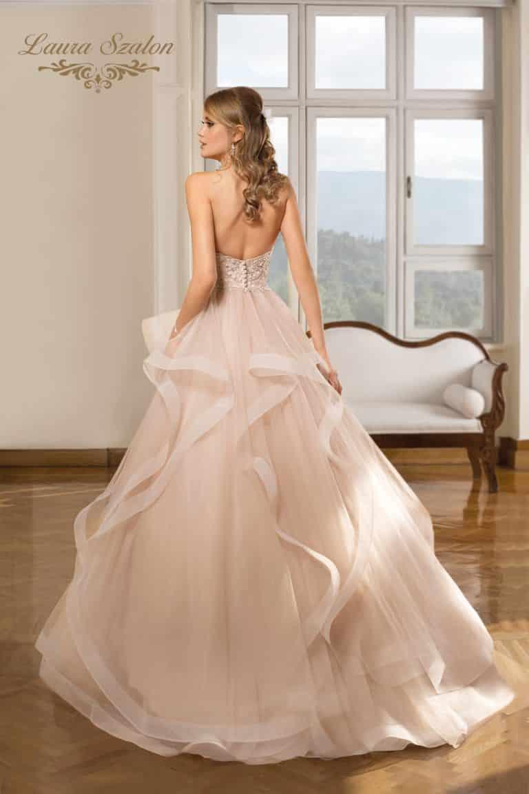 Vízhullámos Cosmobella menyasszonyi ruha.