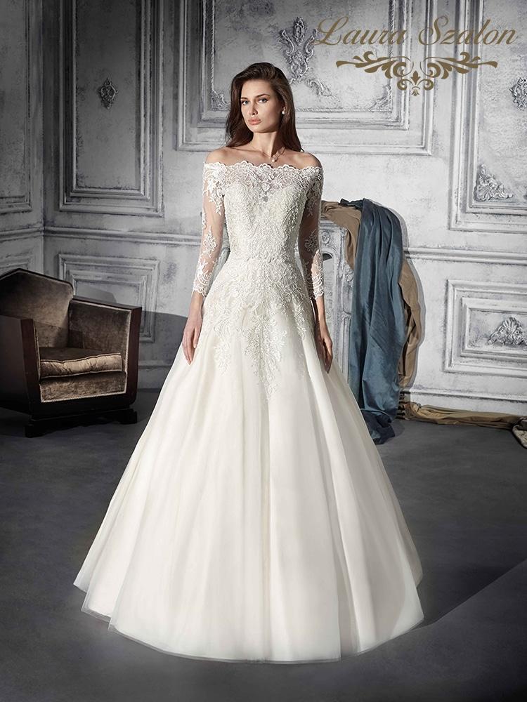 Ejtett vállú Demetrios menyasszonyi ruha.