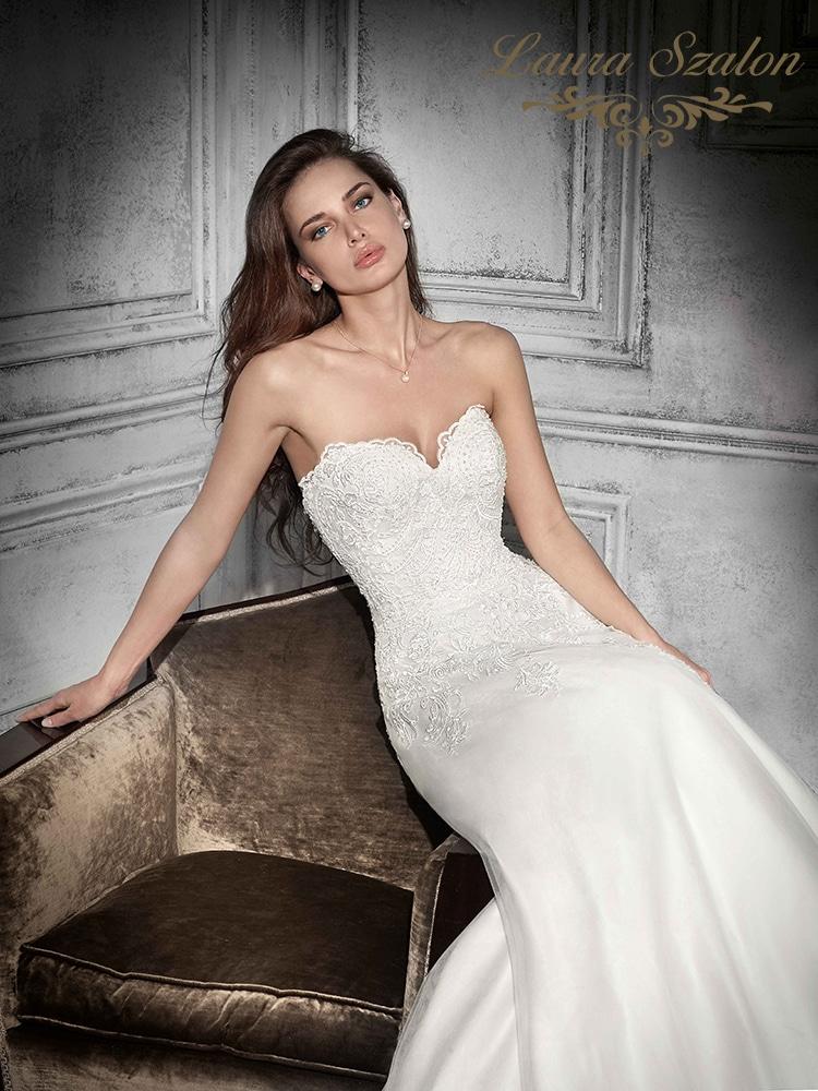Pánt nélküli Demetrios menyasszonyi ruha.