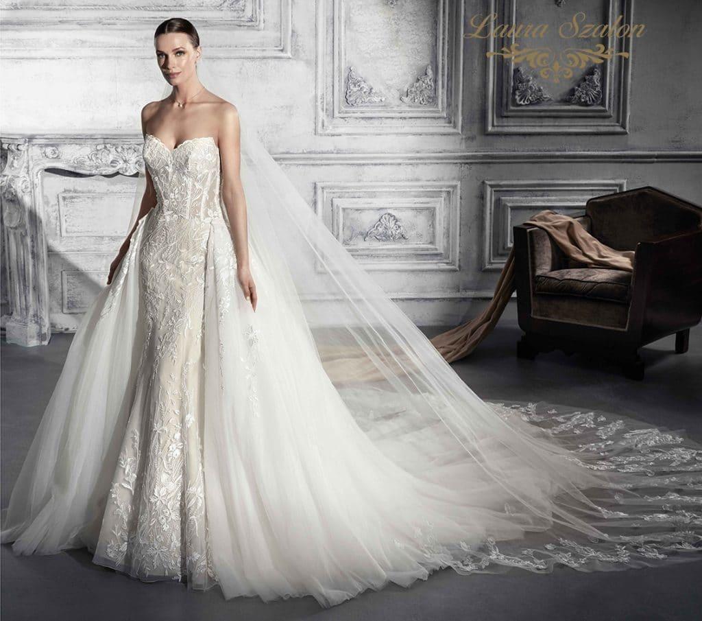 Felcsatolható uszályos Demetrios menyasszonyi ruha.
