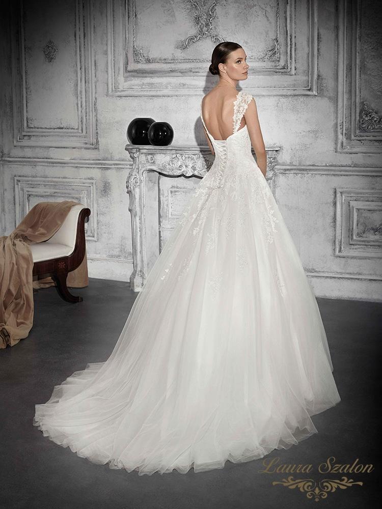 Klasszikus nagyszoknyás Demetrios menyasszonyi ruha.