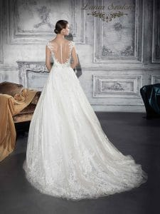 Klasszikus Demetrios menyasszonyi ruha.
