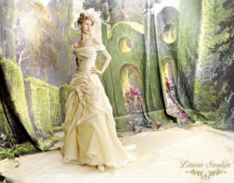 Színes Atelier Emé menyasszonyi ruha.