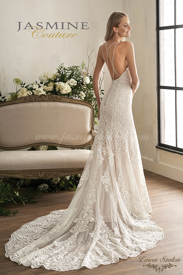 Uszályos Jasmine Couture menyasszonyi ruha.