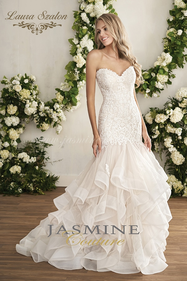 Vízhullámos és pánt nélküli bérelhető Jasmine Couture menyasszonyi ruha, akár Thaiföldi esküvőhöz is.