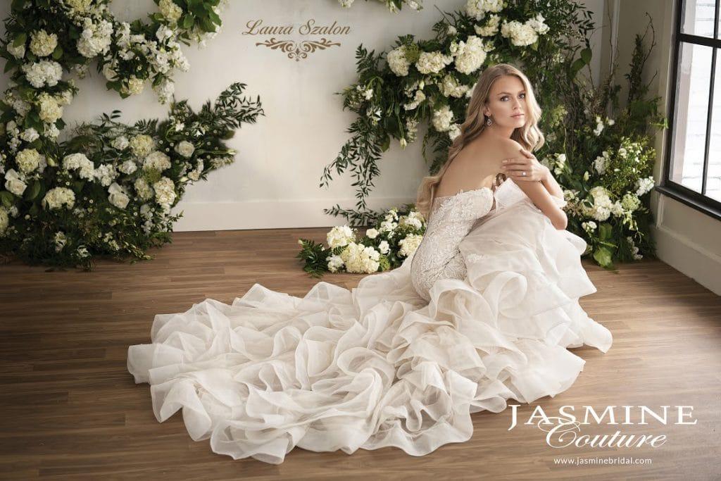 Vízhullámos Jasmine Couture esküvői ruha.
