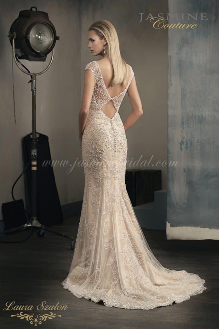 Kövekkel díszített Jasmine Couture menyasszonyi ruha.