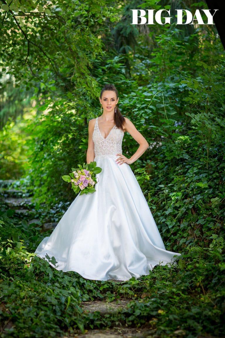 Cosmobella menyasszonyi ruhában állt modellt Dobó Ági a Big Day magazinban.