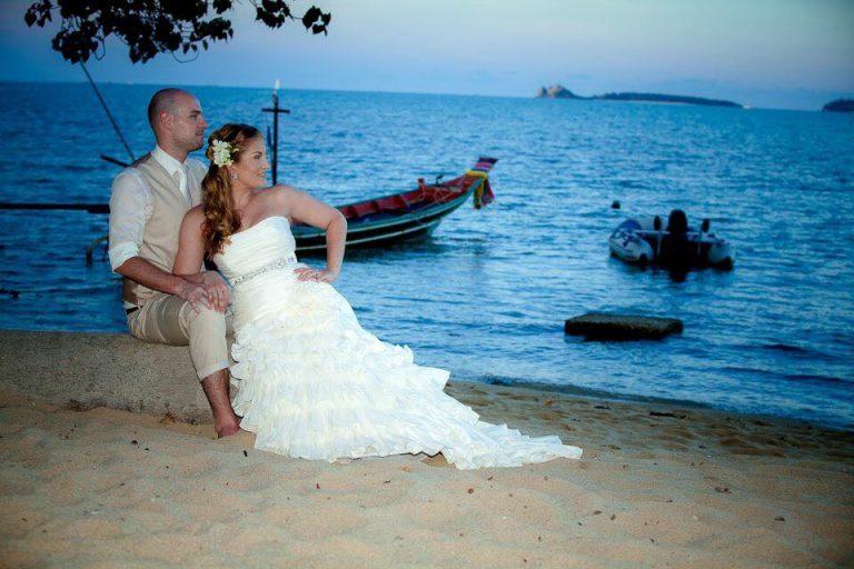 Elégedett feleség a Laura Szalon menyasszonyi ruhájában, Thaiföldön.