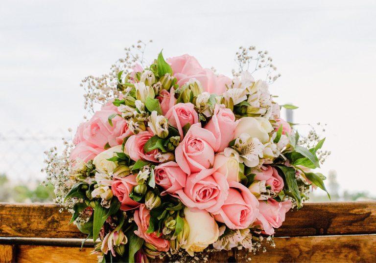 Menyasszonyi csokor rózsából.