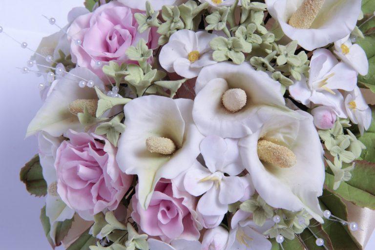 Pasztell esküvői virágcsokor.