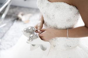 Menyasszonyi cipő ruhával.