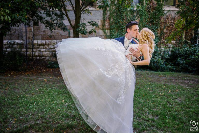 Bodog pár és Demetrios menyasszonyi ruha.