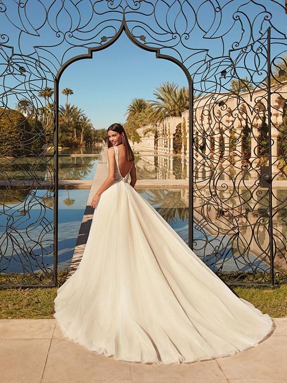 Demetrios esküvői ruha Style 1119