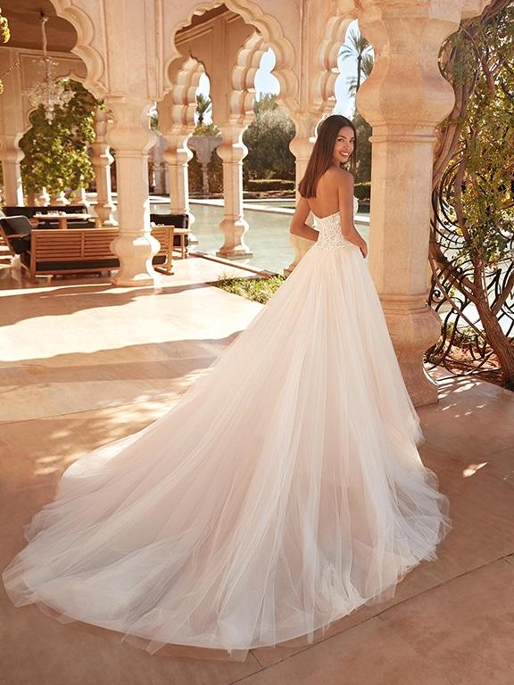 Demetrios esküvői ruha Style 1075